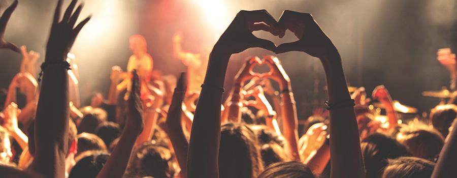 Happy crowd at a concert. Cannabis social media regulations, restrictions, and social media marketing tips. Cola Digital, Cannabis Marketing Agency Canada USA. ColaDigital.ca.