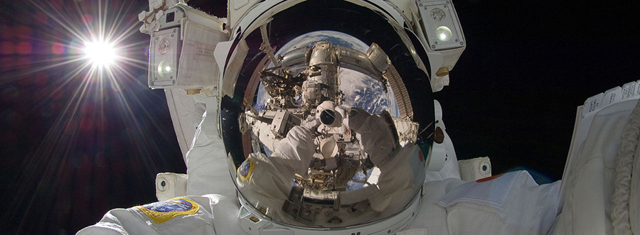 Space selfie. How to promote your dispensary on Instagram. Social media marketing tips for dispensary marketing. Dispensary marketing agency Cola Digital.