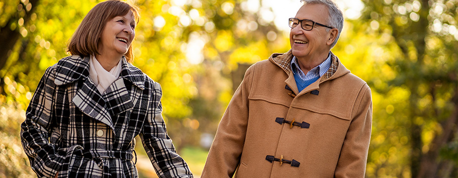 happy senior couple. how to market your cannabis dispensary. marijuana marketing agency. marijuana SEO company.