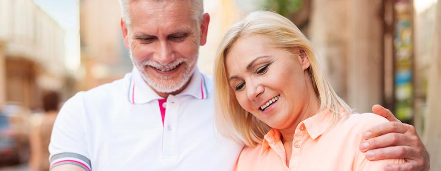 happy mature couple using ipad. dispensary marketing agency. SEO for dispensaries.